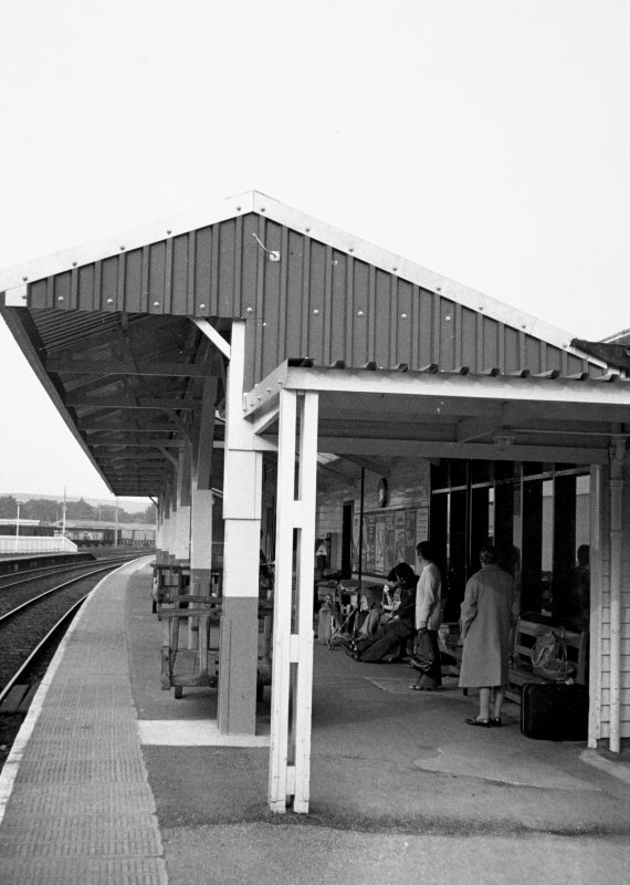 General view of canopy over waiting area on platform.