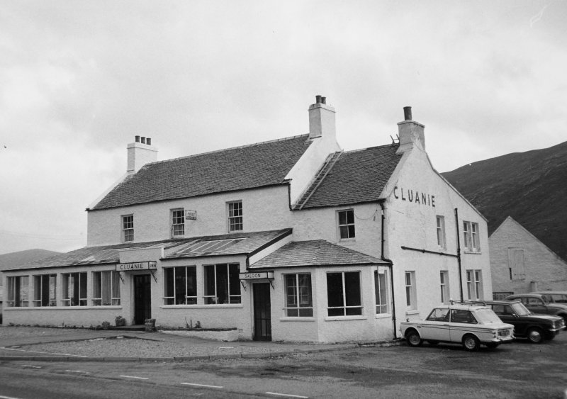 Cluanie Inn. General view.