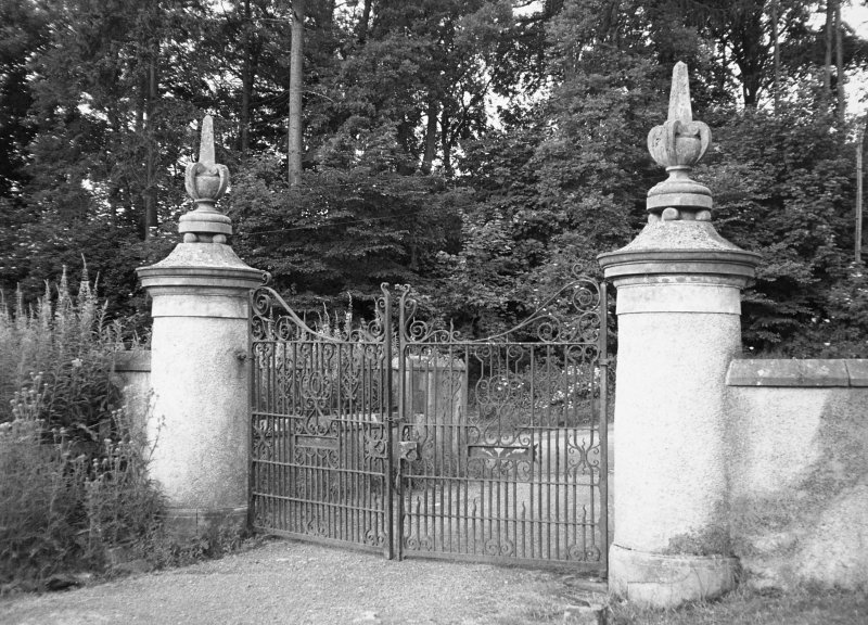 Balthayock House, gates. General view of gates.