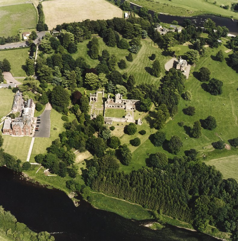 Dryburgh Abbey, oblique aerial view, taken from the W, centred on the abbey, with Dryburgh House Hotel on the left-hand side of the photograph.
