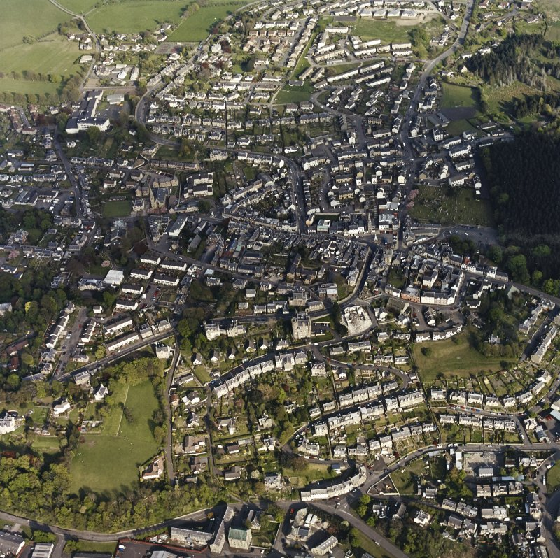 General oblique aerial view of Selkirk centred on the country buildings, taken from the WNW.