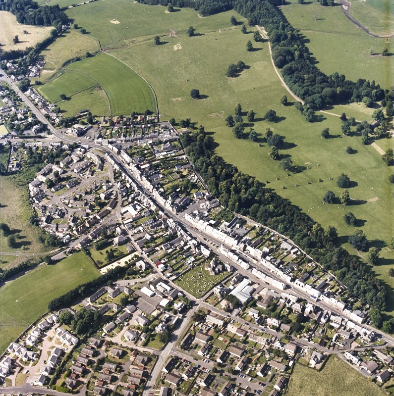 Oblique aerial view centred on the town of Lauder, taken from the SSE.
