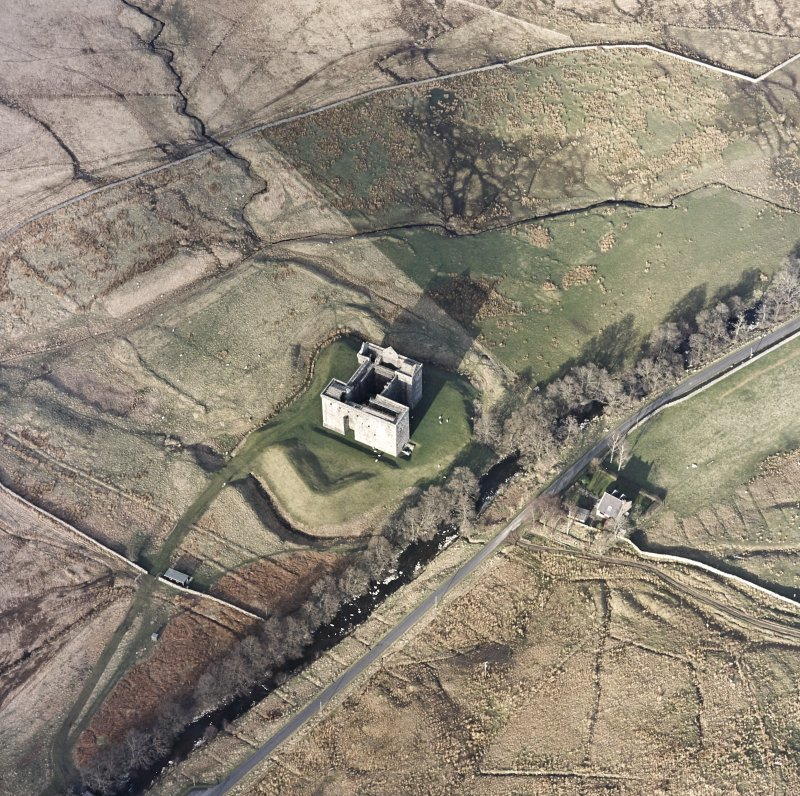 Oblique aerial view centred on the remains of the castle, taken from the SW.