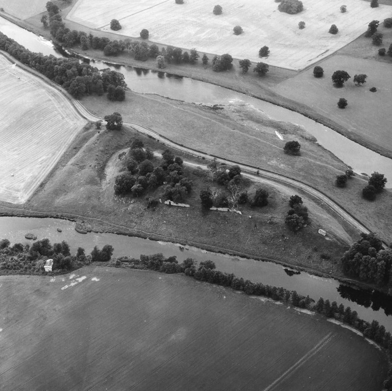 Oblique aerial view from E, also showing Springwood, Scott Douglas Mausoleum and Castle Pool.