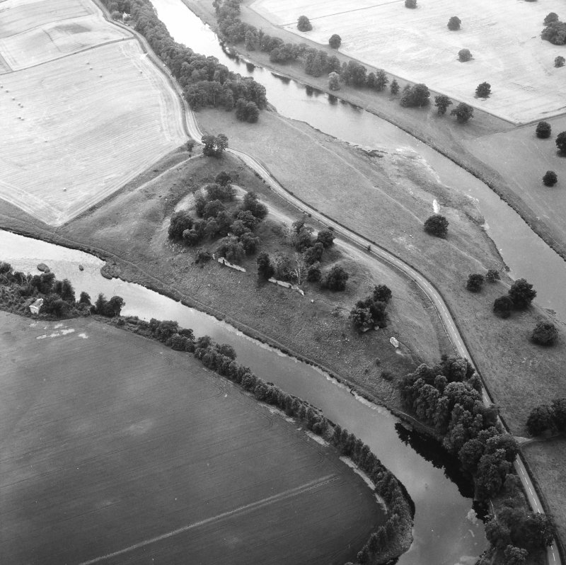 Oblique aerial view from E, also showing Springwood, Scott Douglas Mausoleum, and Castle Pool.