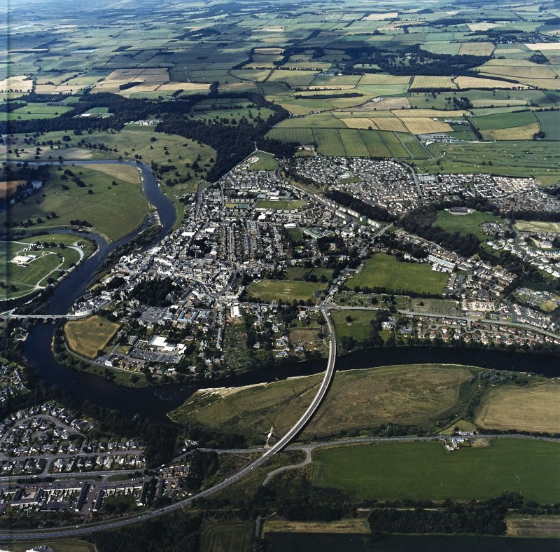 General oblique aerial view of Kelso, taken from the SE.