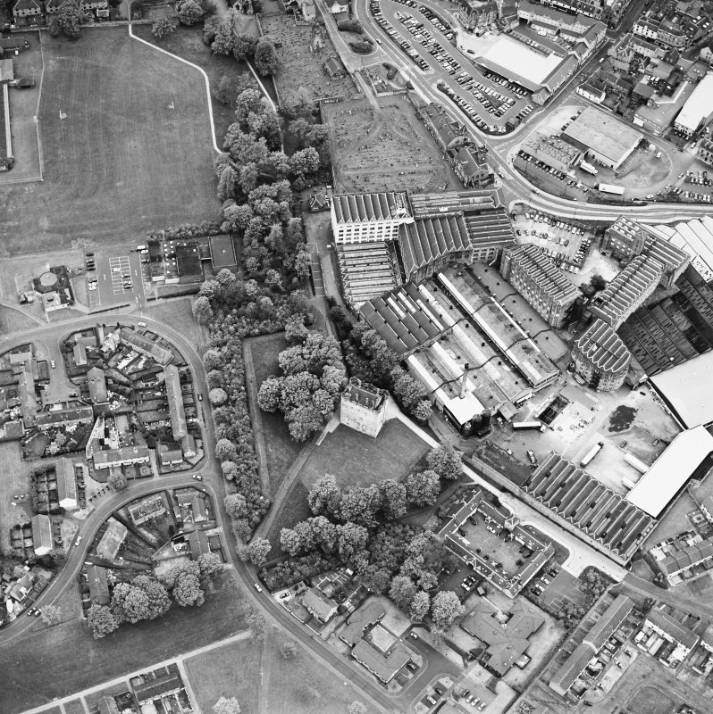 Oblique aerial view centred on Alloa Tower and Kilncraigs Mill, taken from the SE