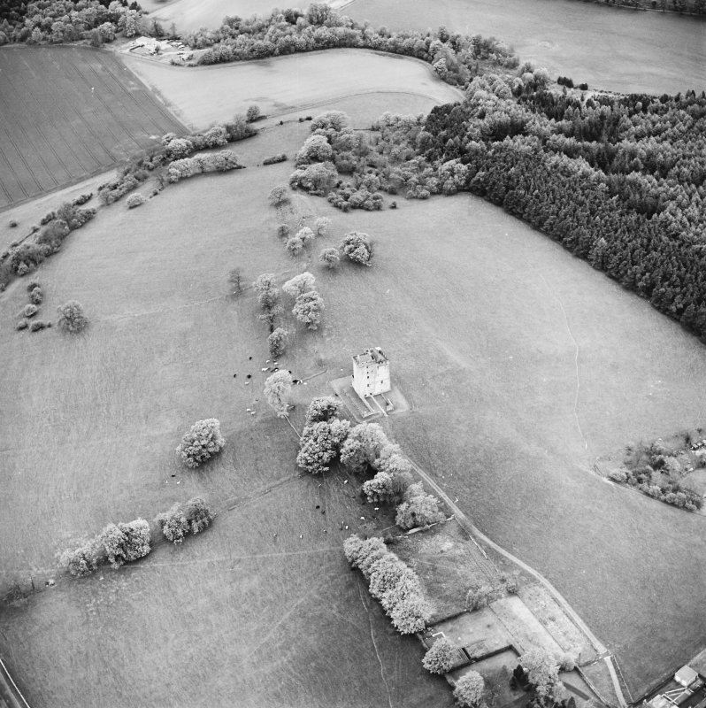 Oblique aerial view centred on Clackmannan Tower, taken from the ESE