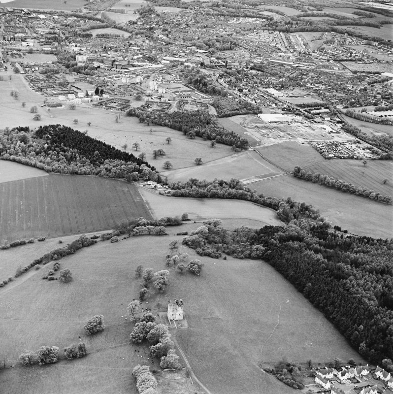 Oblique aerial view looking from Clackmannan Tower to Alloa, taken from the E