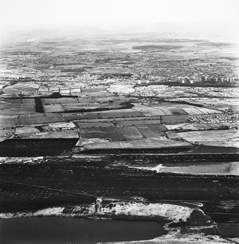 Oblique aerial view over Falkirk, taken from the S.