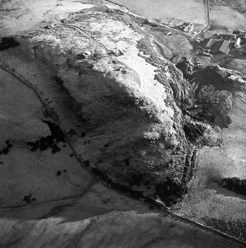 Oblique aerial view centred on the radio station and the remains of the fort with the quarry adjacent, taken from the NW.