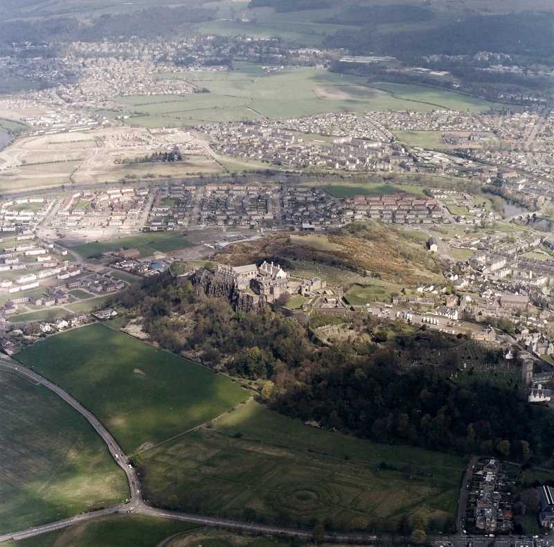 General oblique aerial view centred on the castle with the garden adjacent and Bridge of Allan in the background, taken from the SW.