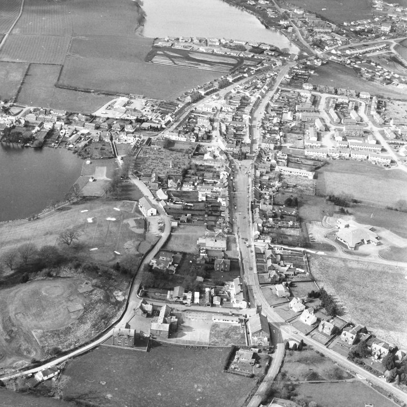 Oblique aerial view centred on High Street from S.