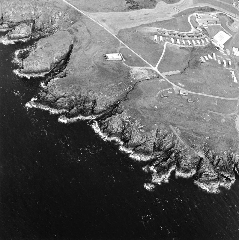 Oblique aerial view centred on the remains of the anti-aircraft battery and buildings with the remains of the promontory fort adjacent, taken from the SE.