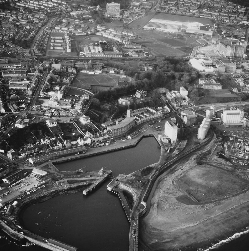 Oblique aerial photograph, showing Nairn's Linoleum Works, Kirkcaldy Harbour and St Mary's Canvas Works