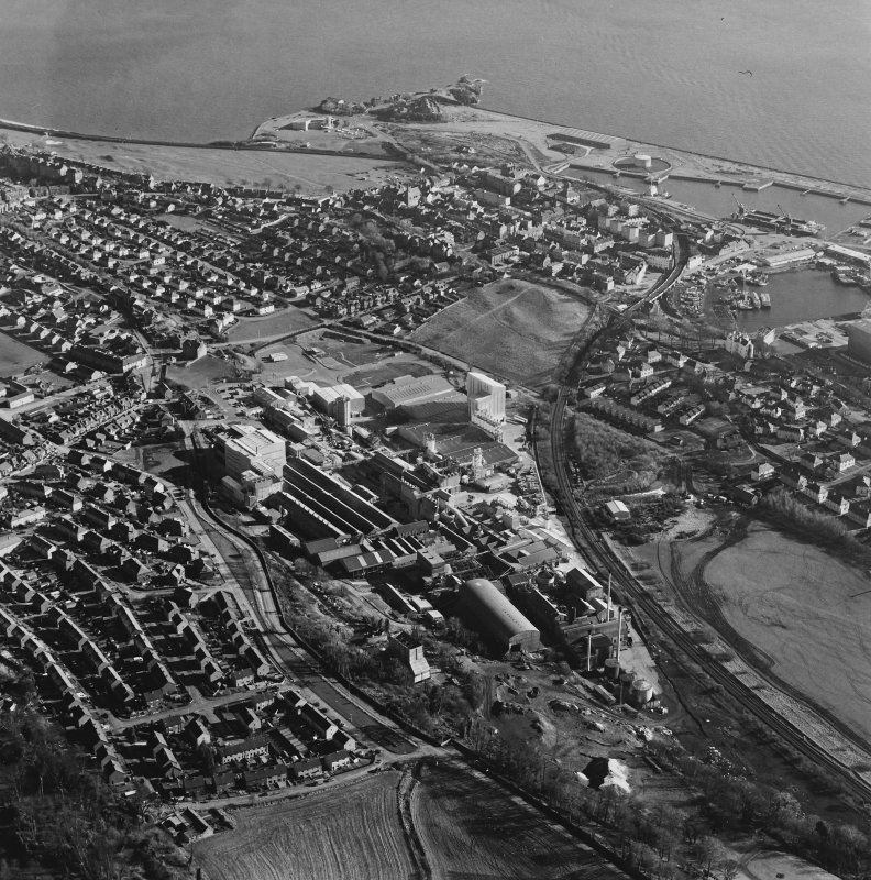 Oblique aerial view centred on the Alumina Works, taken from the NW.