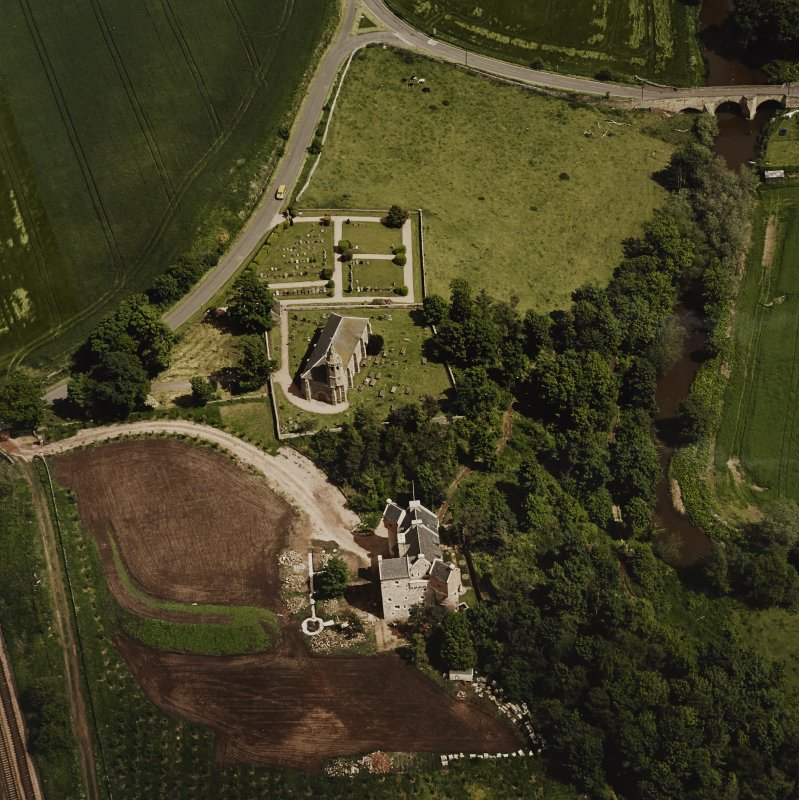 Oblique aerial view of Dairsie Castle and Dairsie Old Church centred on the castle and church, taken from the SW.