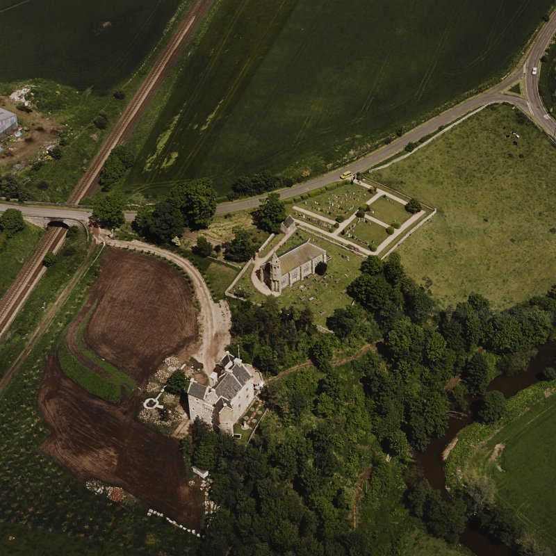Oblique aerial view of Dairsie Castle and Dairsie Old Church centred on the castle and church, taken from the S.