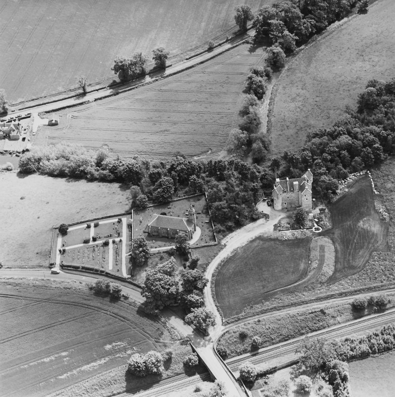 Oblique aerial view of Dairsie Castle and Dairsie Old Church centred on the castle and church, taken from the NW.