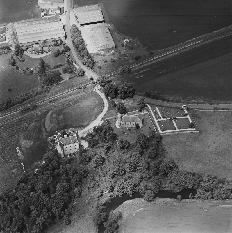Oblique aerial view of Dairsie Castle and Dairsie Old Church centred on the castle and church, taken from the SE.