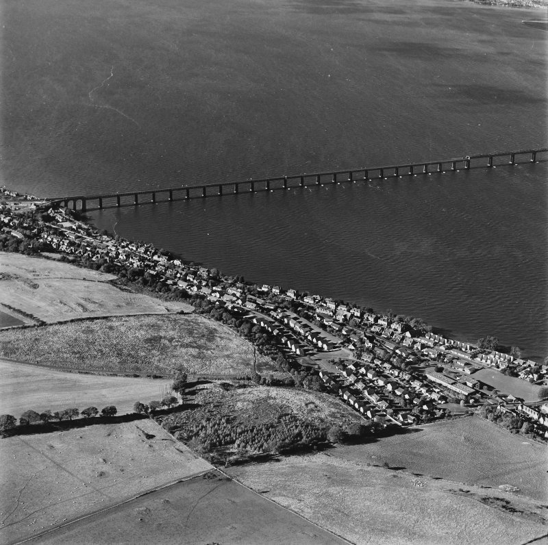 General oblique aerial view of the towns and the S end of the Tay Bridge, taken from the SE.