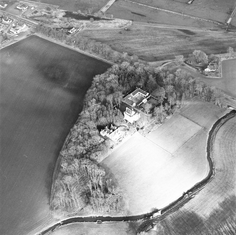 Oblique aerial view centred on the castle and tower-house, taken from the SW.