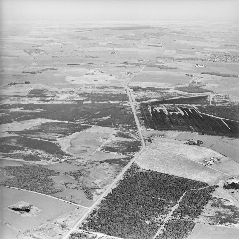 General aerial oblique view of farmsteads and quarry, taken from the SW.