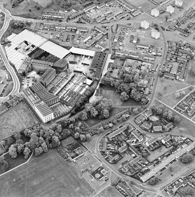 Oblique aerial view centred on Alloa Tower and Kilncraigs Mill, taken from the SW