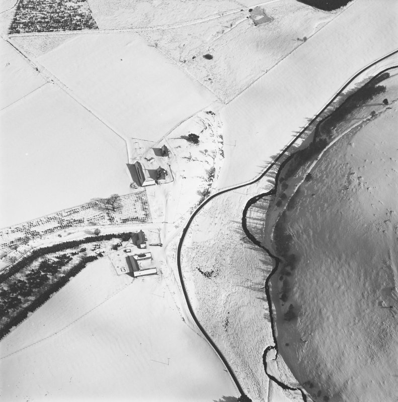 Badenyon, castle and farmstead: oblique air photograph.