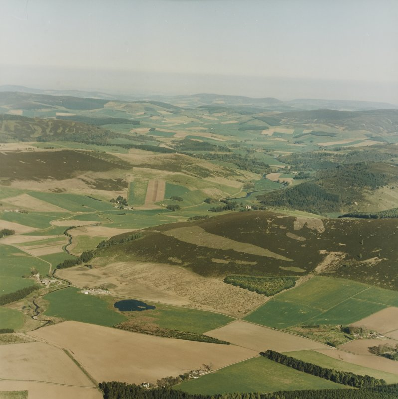 General oblique aerial view looking towards the castle, taken from the NW.