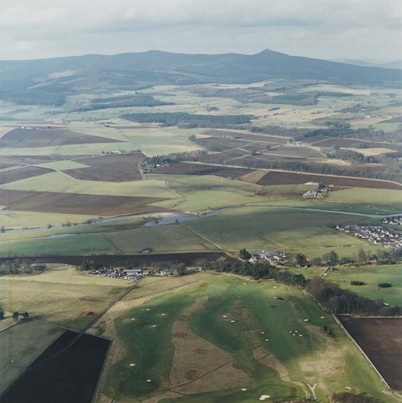 General oblique aerial view looking across Kemnay Golf Course towards Bennachie, taken from the SSE.