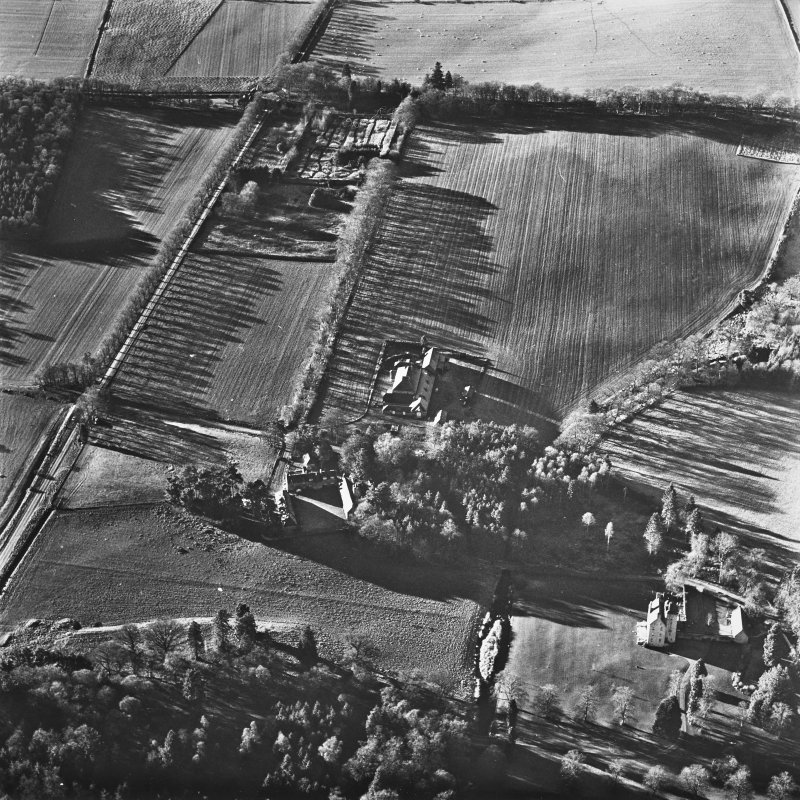 Aboyne, Aboyne Castle, Home Farm, Mains of Aboyne, Garden House, Enclosure. Oblique aerial view.