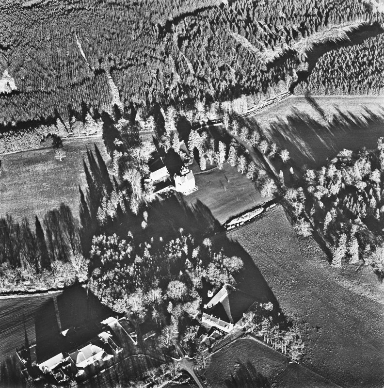 Aboyne, Aboyne Castle, Home Farm, Mains of Aboyne, Enclosure. Oblique aerial view.
