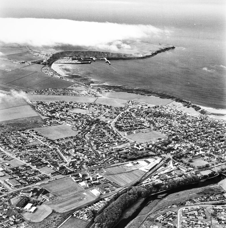 Thurso and Scrabster, oblique aerial view, taken from the SSW.