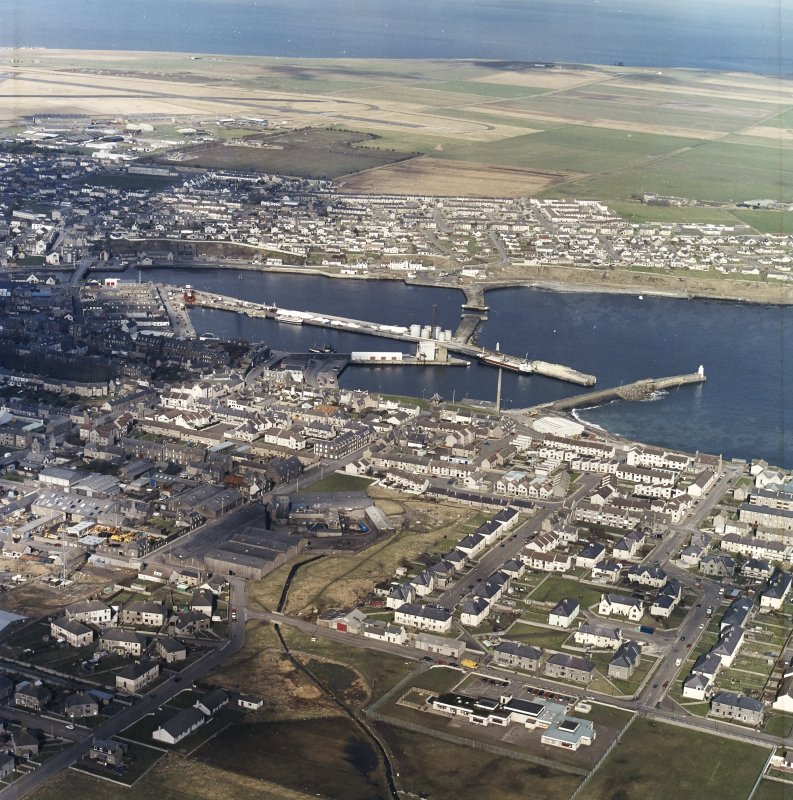 General oblique aerial view centred on the harbour and the town, taken from the S.