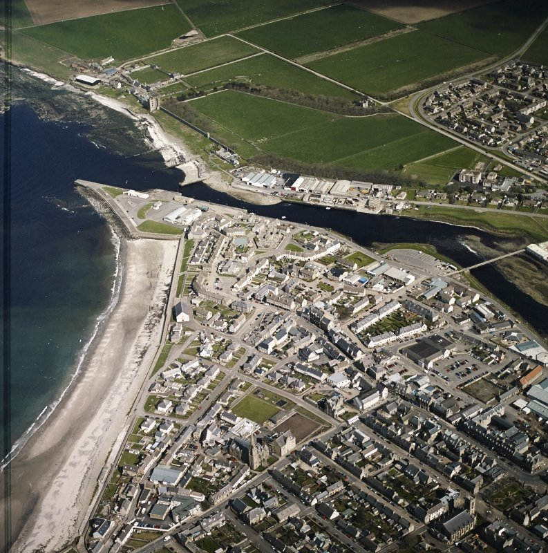 General oblique aerial view of Thurso centred on the harbour and church with the castle adjacent, taken from the W.