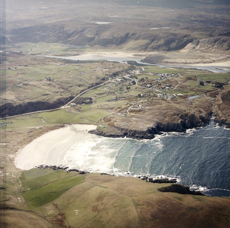 General oblique aerial view centred on the village of Bettyhill, taken from the NNE.