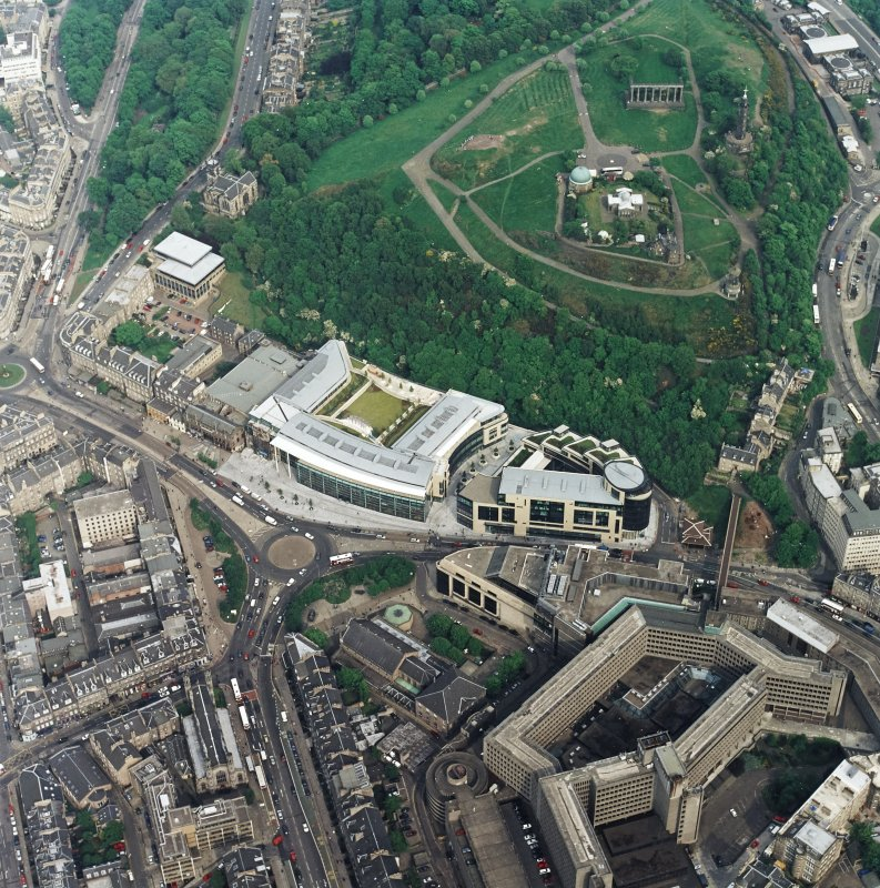 General oblique aerial view centred on the Omni Plaza with Calton Hill adjacent, taken from the W.