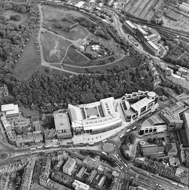 General oblique aerial view centred on the Omni Plaza with Calton Hill adjacent, taken from the NW.