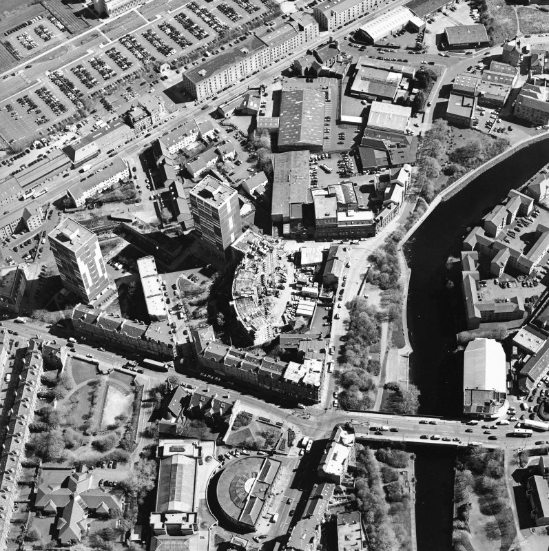 Oblique aerial view of North Leith, taken from the SW.