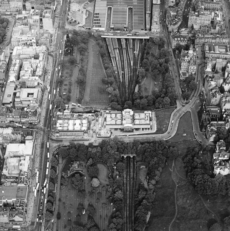 Oblique aerial view centred on the art galleries, taken from the WSW.