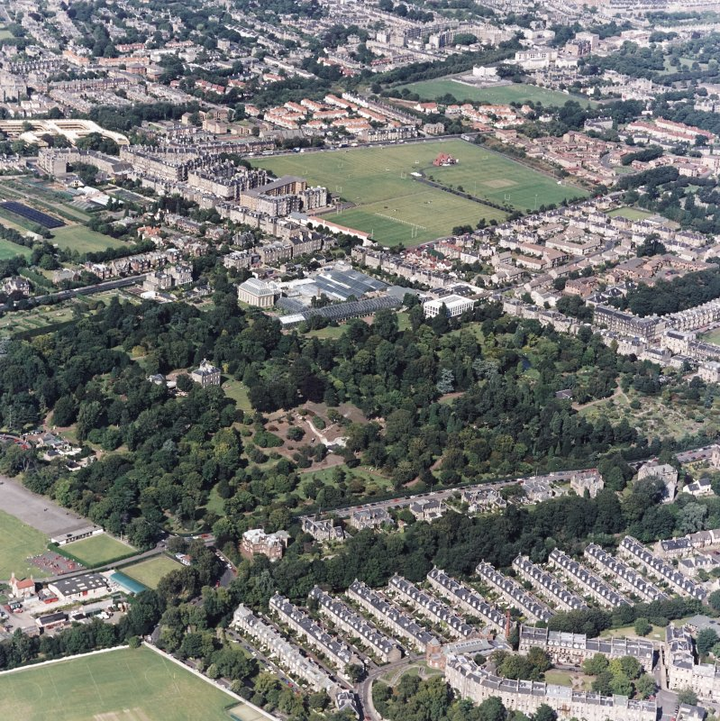 Edinburgh, oblique aerial view, taken from the S, centred on the Royal Botanic Gardens and Inverleith House, with the Stockbridge Colonies in the bottom right-hand corner.