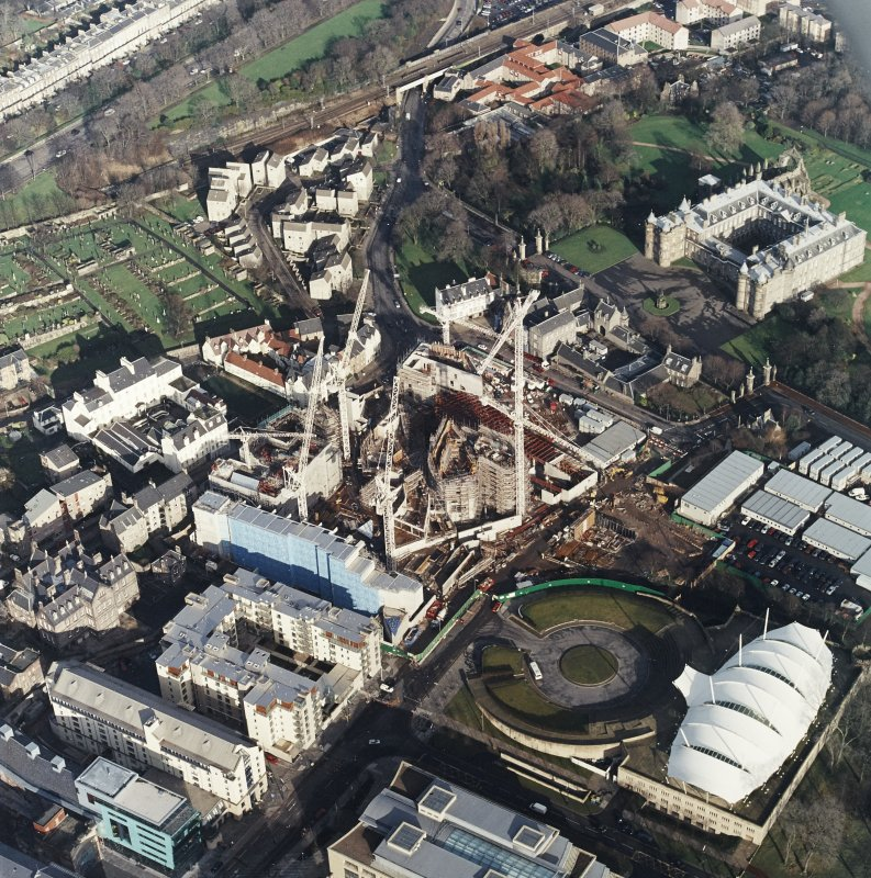 Oblique aerial view centred on the construction of the Scottish Parliament, with `Our Dynamic Earth¿, Queensberry House and Holyrood Palace adjacent, taken from the SW.