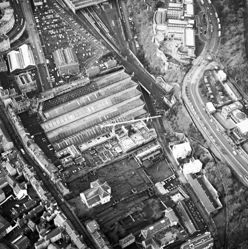 Oblique aerial view centred on the development of Tolbooth Wynd with the church and graveyard adjacent, taken from the E.