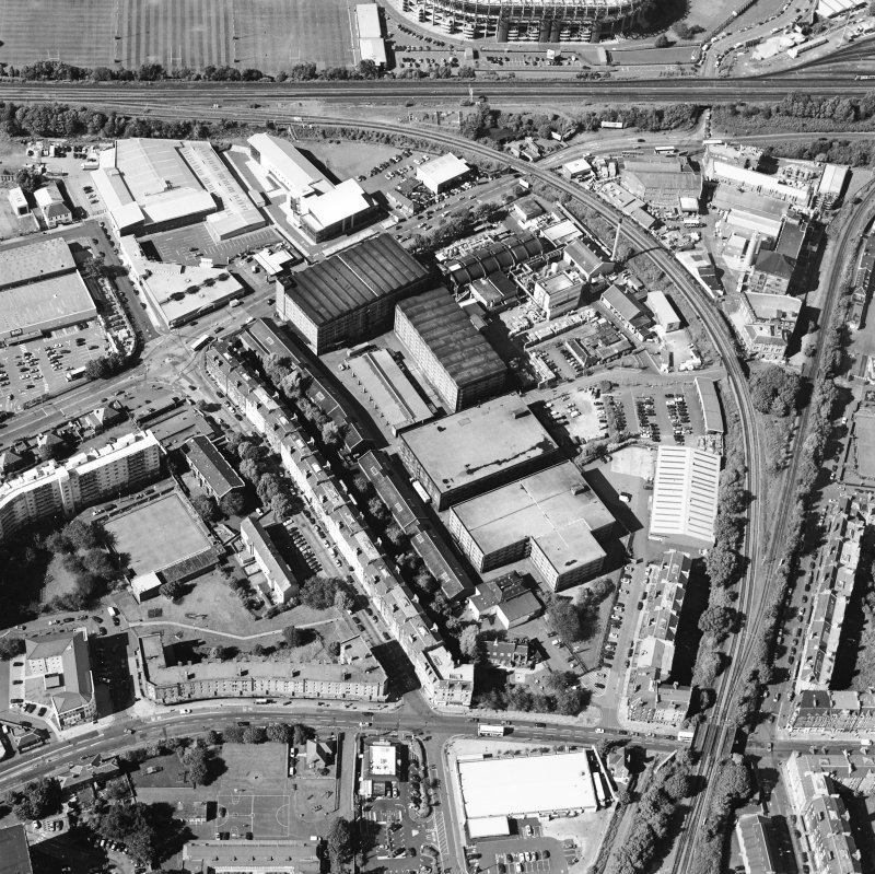 Oblique aerial view centred on the bonded warehouse with the park and bowling green adjacent, taken from the SSE.