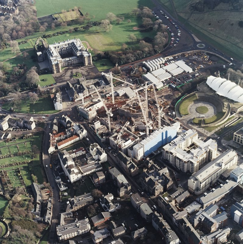 Oblique aerial view centred on the construction of the Scottish Parliament, with `Our Dynamic Earth¿, Queensberry House and Holyrood Palace adjacent, taken from the WNW.