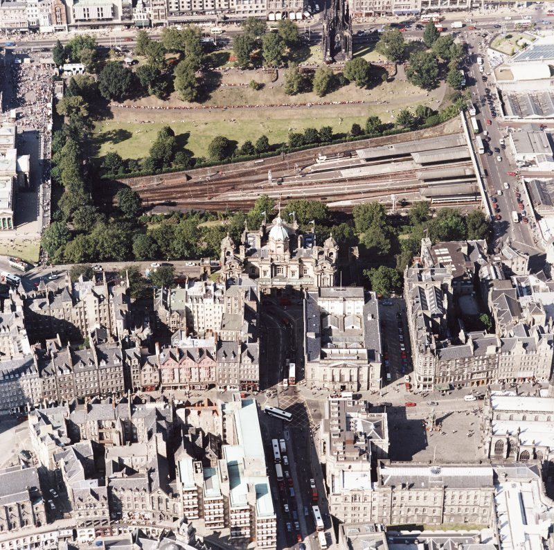Edinburgh, oblique aerial view, taken from the S, centred on The Mound, Bank of Scotland.