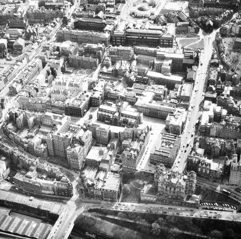 Aerial view showing area surrounding St Giles' Cathedral, High Street, George IV Bridge, South Bridge, Market Street and Cockburn Street