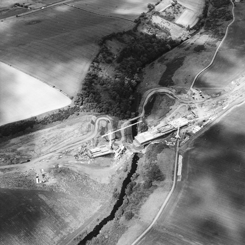 Oblique aerial view centred on the construction of the bridge, taken from the SSW.