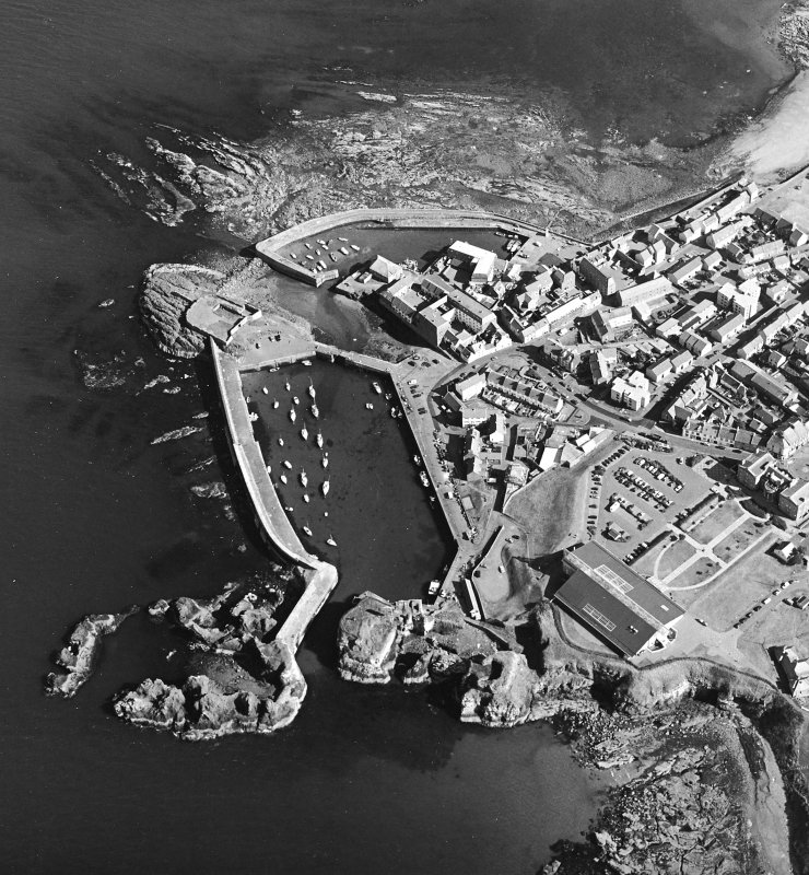 Oblique aerial view centred on Dunbar harbour, taken from the W.